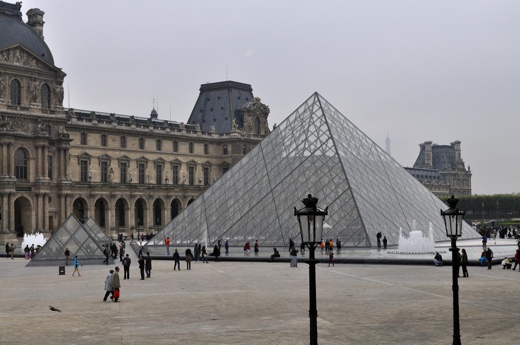 Luwr-piramida1
