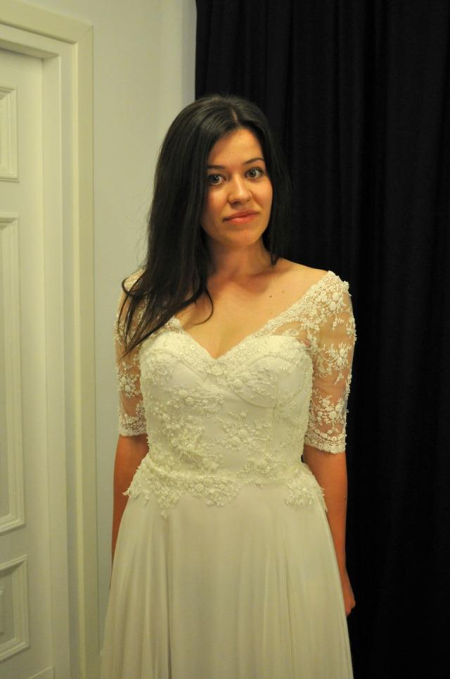 fashionelka w sukni ślubnej