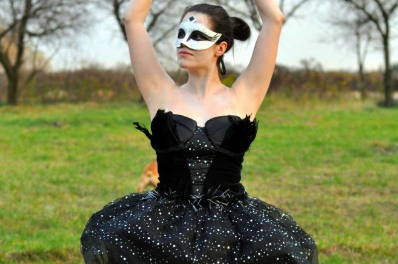 black-swan-halloween1