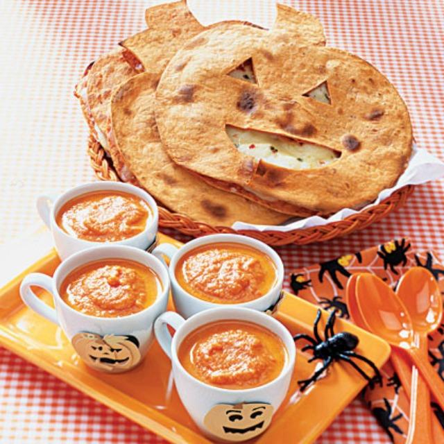 tortilla z zupą dyniową halloween