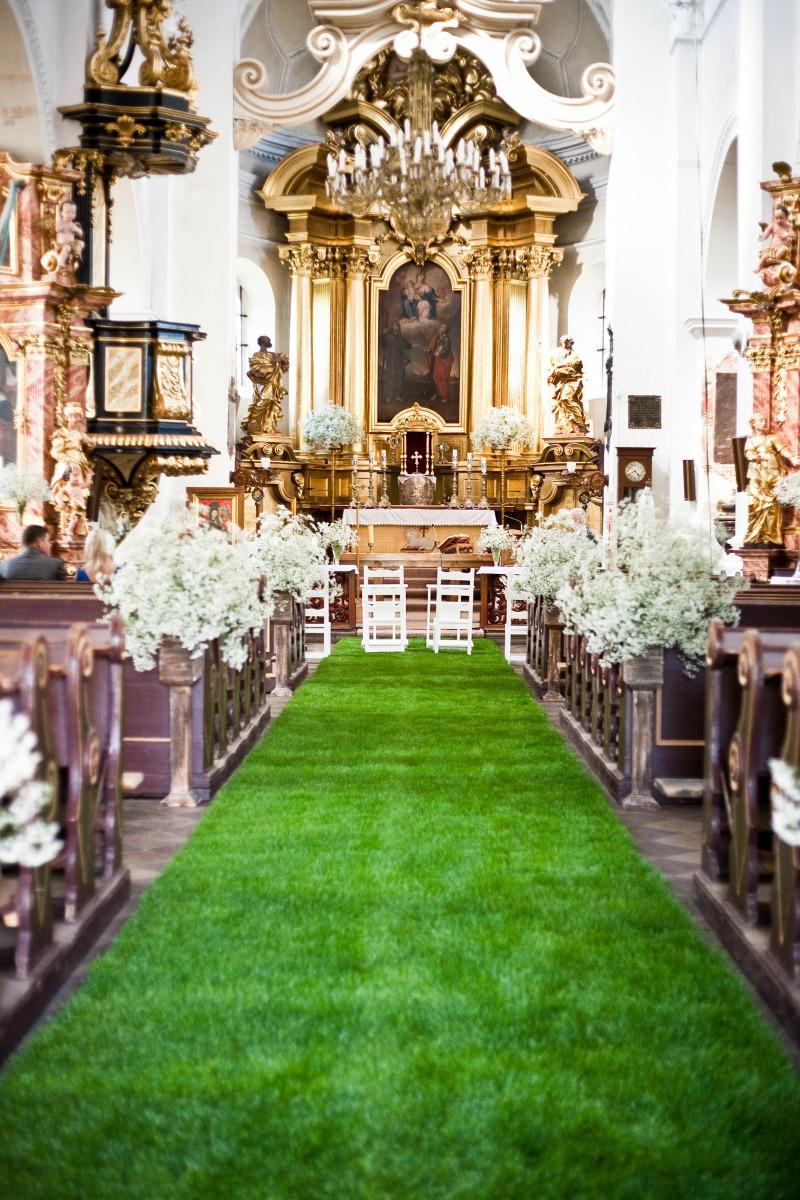 dywan z trawy na weselu