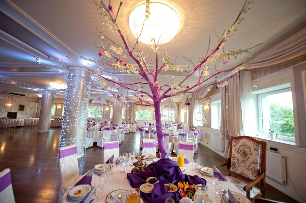 okrągłe stoły fiolet wesele
