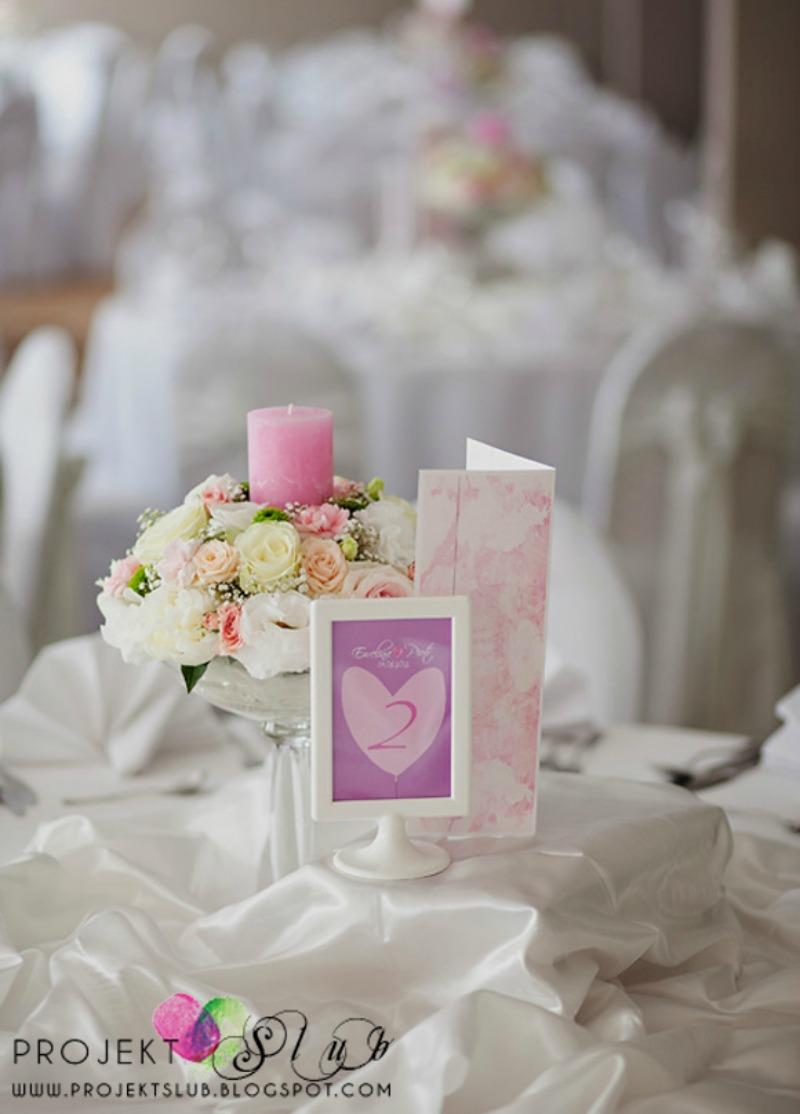 oznaczenia stołów fiolet ślub