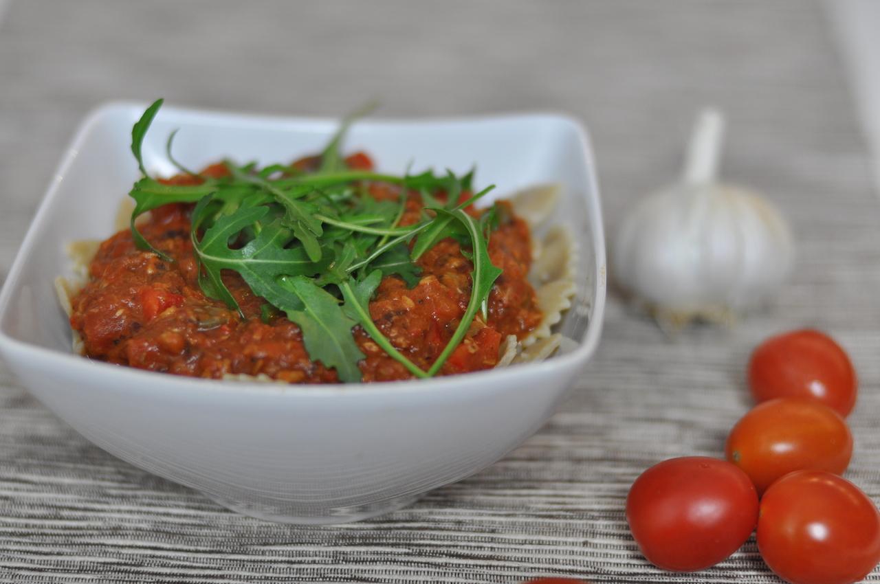pasta z tyńczykiem i pomidorami