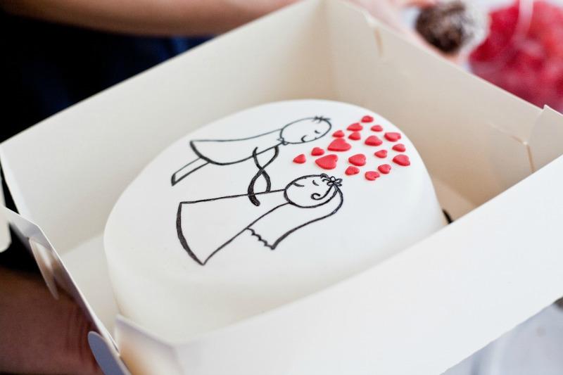 tort czerwono biały