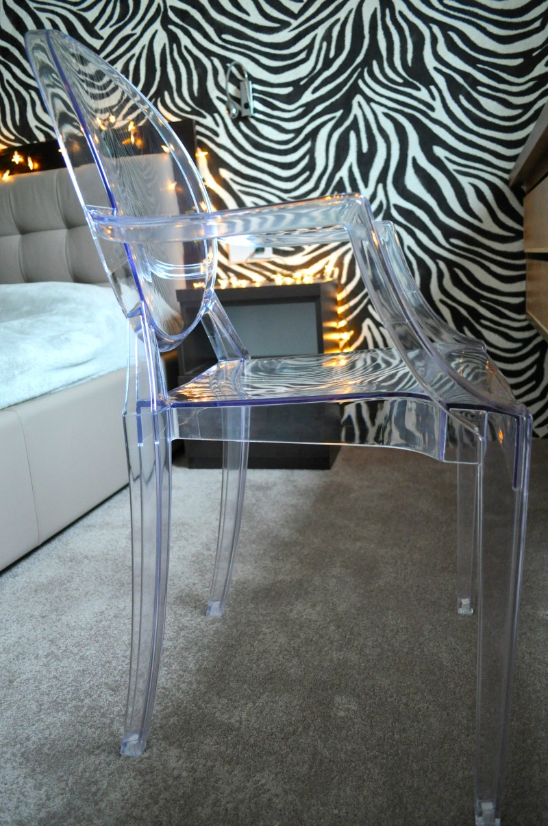 transparentne krzeslo wnętrza
