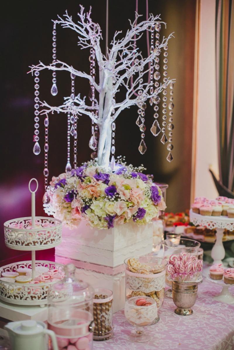 wystrój weselnej sali fiolet