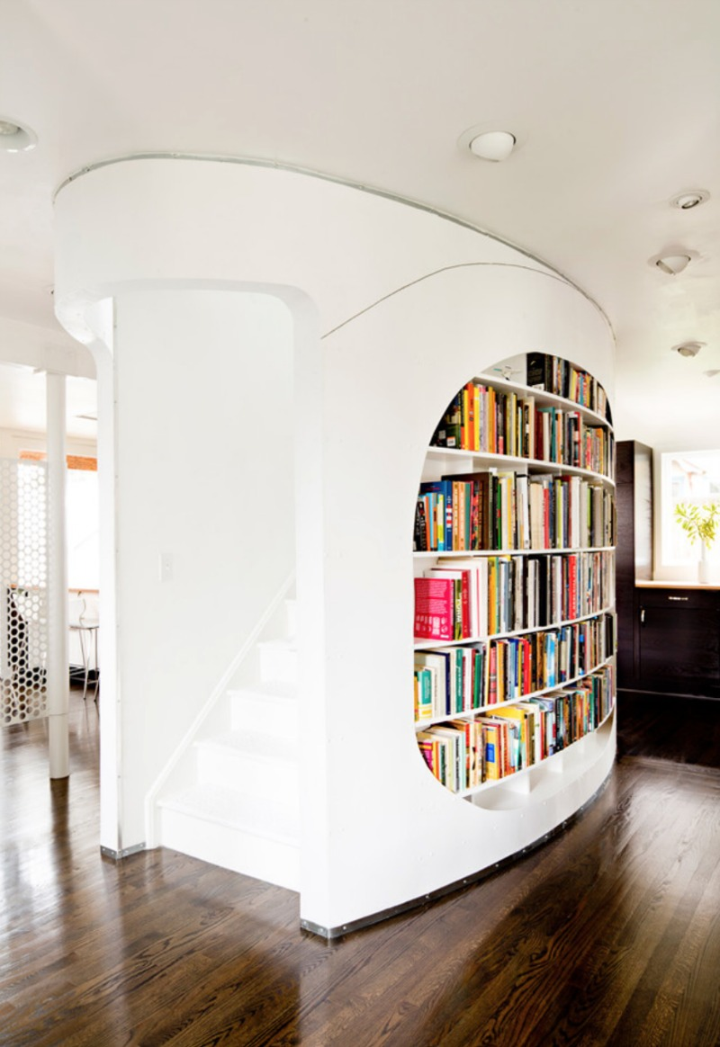niestandardowa półka na książki