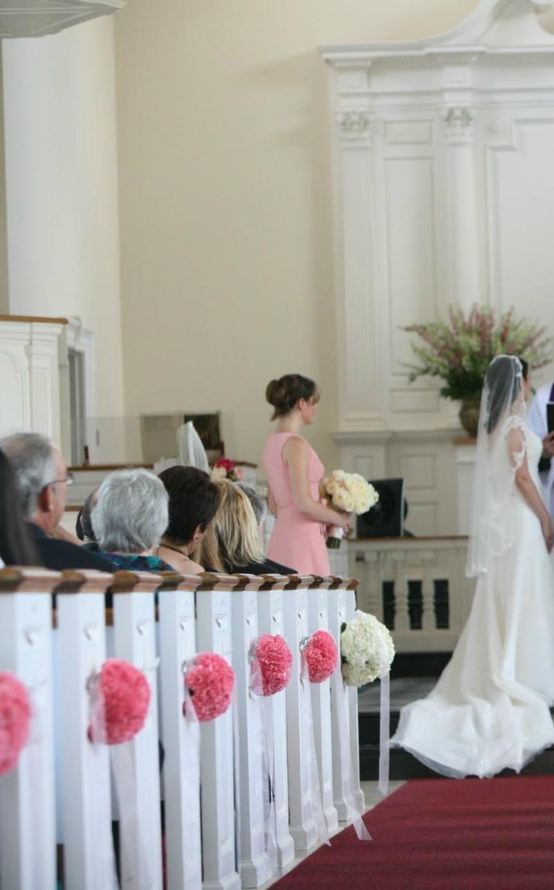 wystrój kościoła różowy