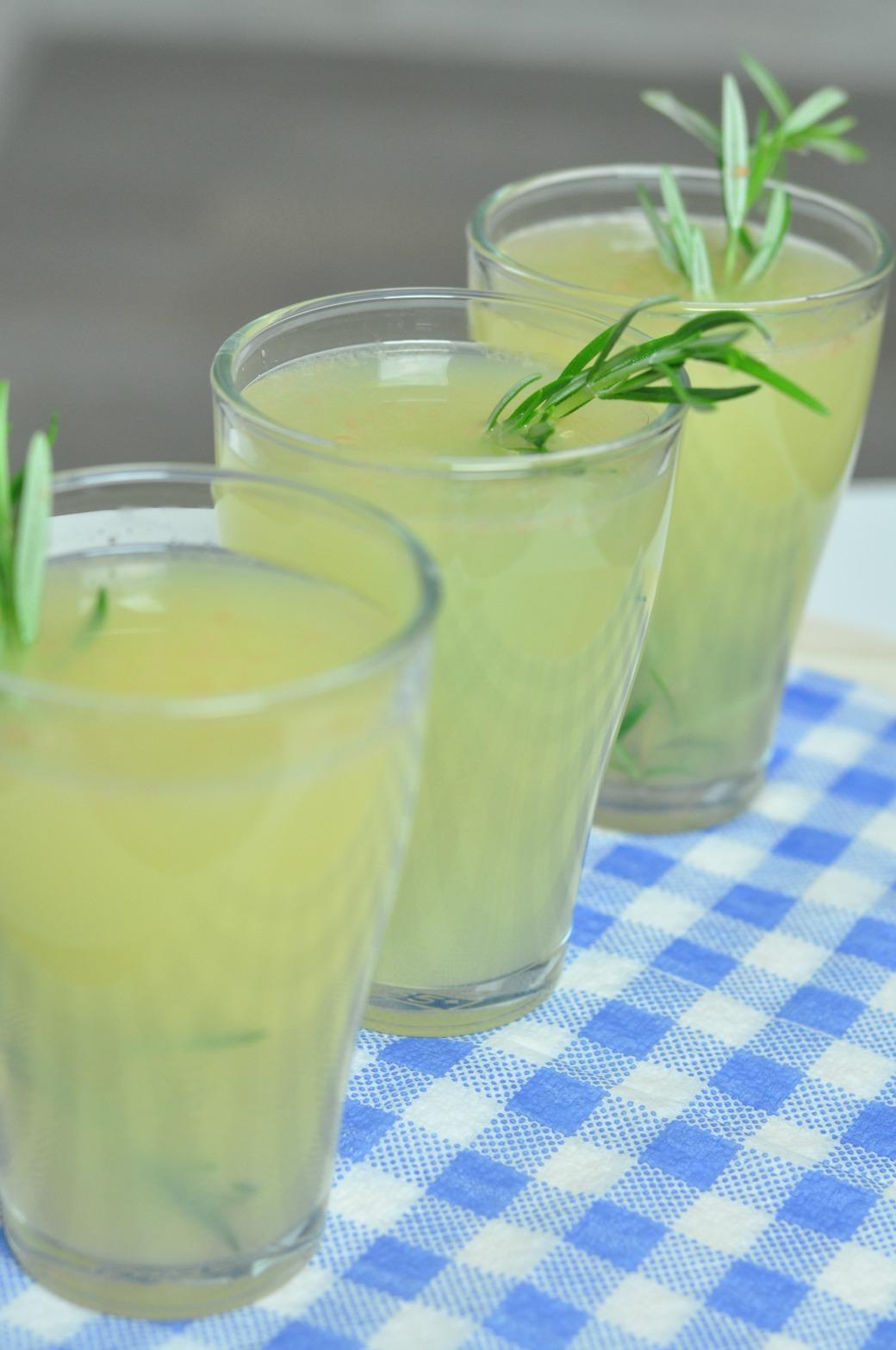 lemoniada cytrynowa z rozmarynem