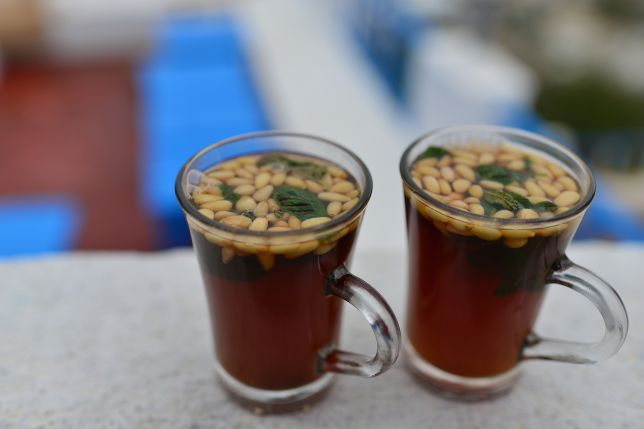 herbata miętowa z orzeszkami pini