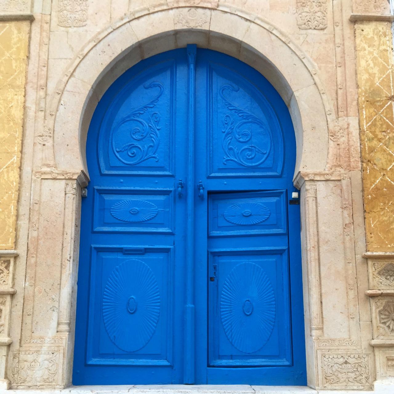 tunezja niebieskie drzwi