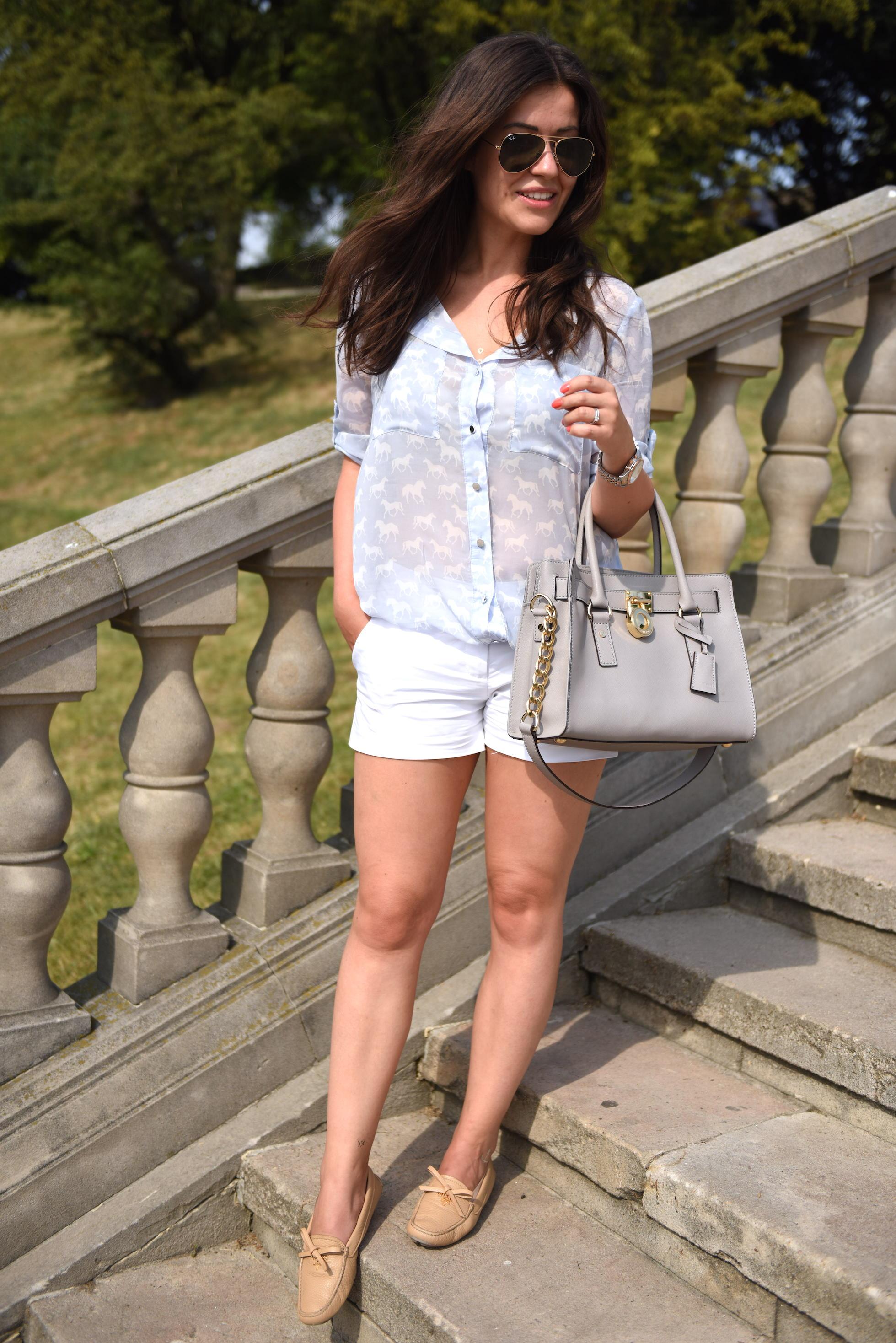 stylizacja białe szorty