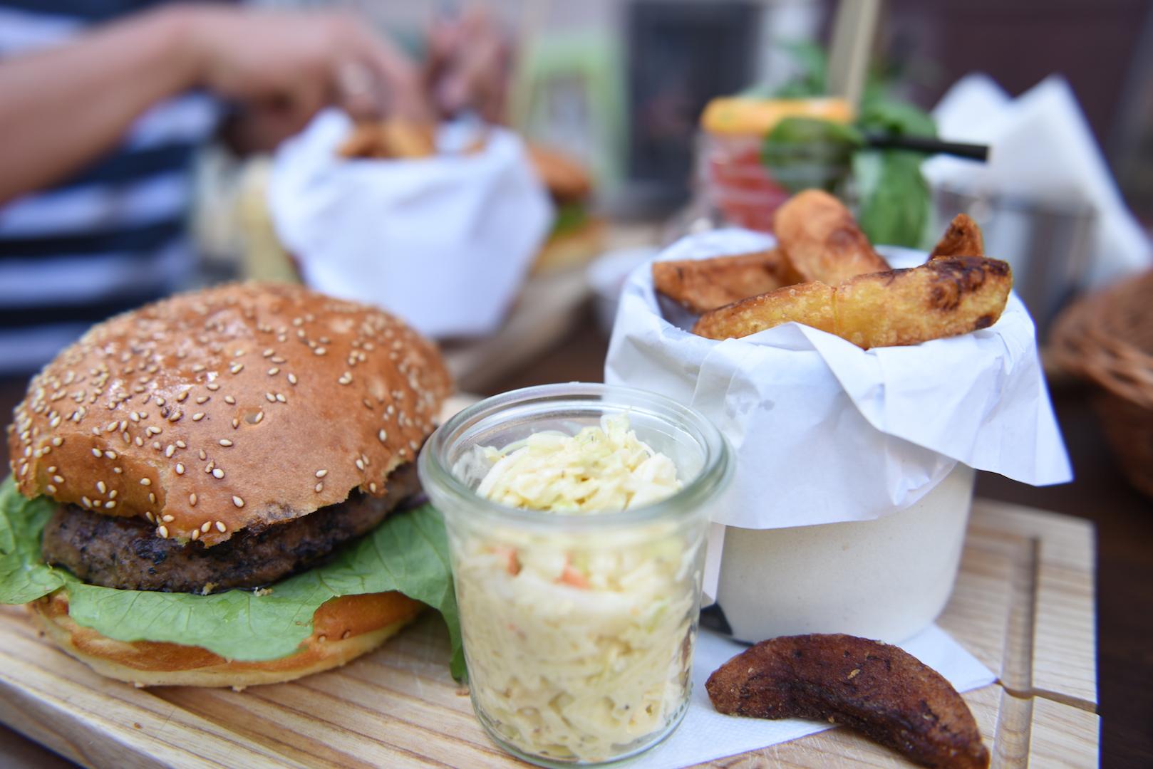 W Lublinie najlepsze burgery serwują w Stół i Wół. Potwierdzone info :)