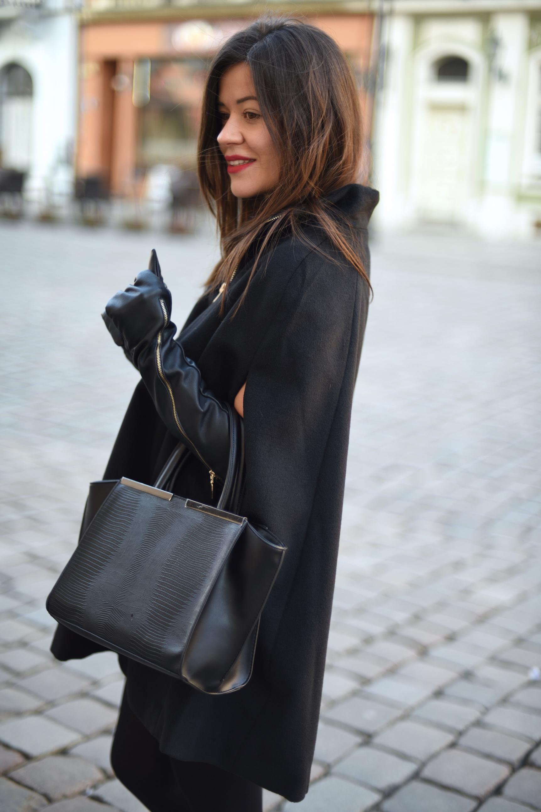 stylizacja z ponczo czarna