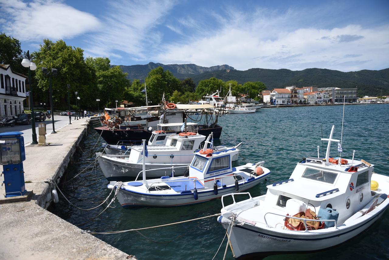 port w limenas łódki