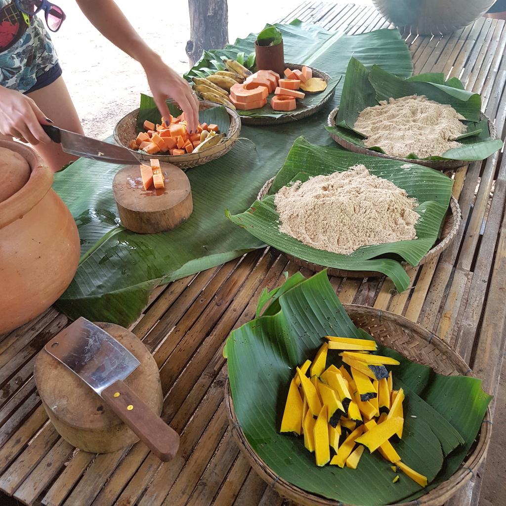 Składniki: owoce, bułka tarta i ryż