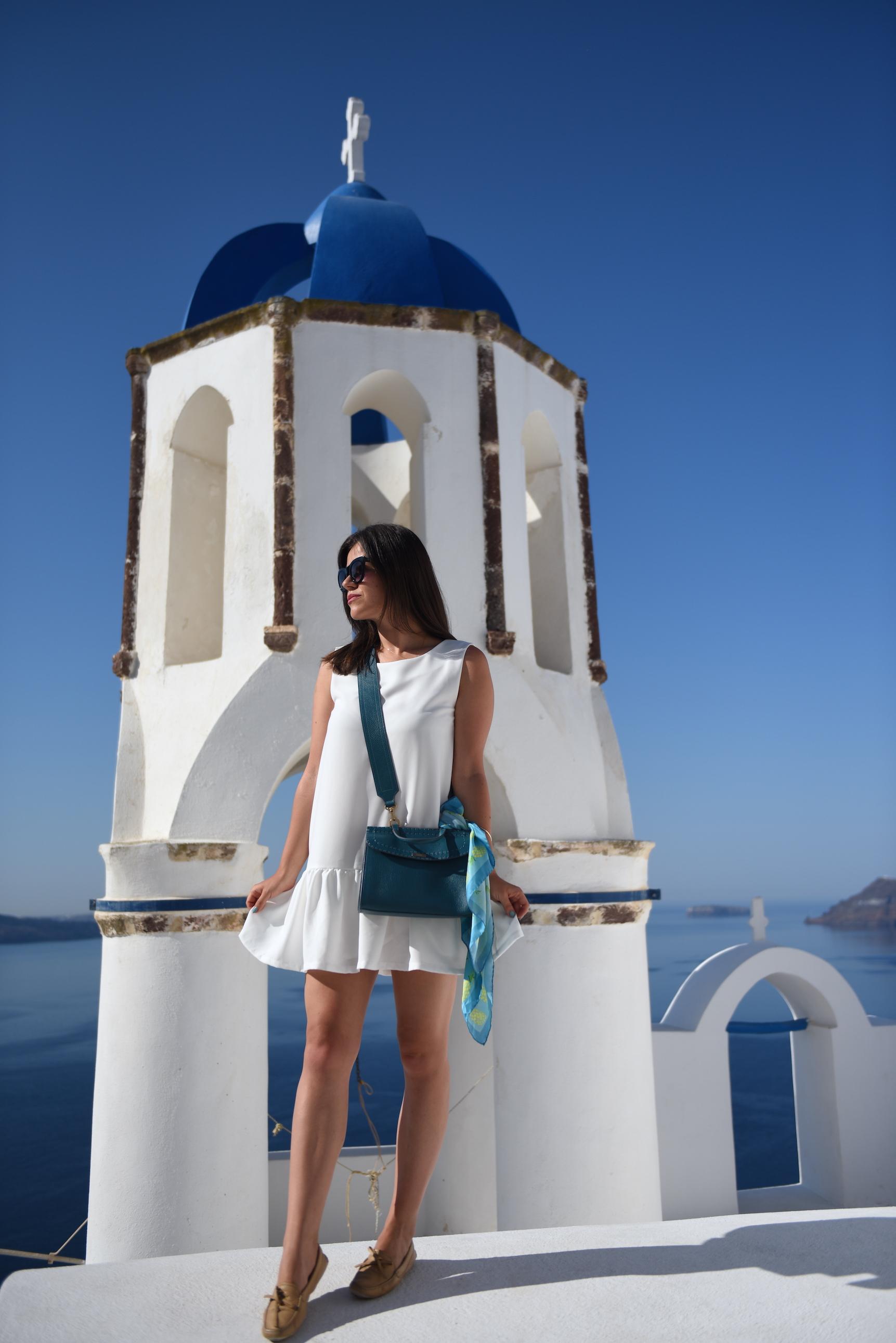 biała sukienka trzy igły