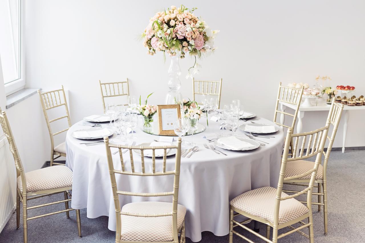 Przykładowa dekoracja weselnego stołu