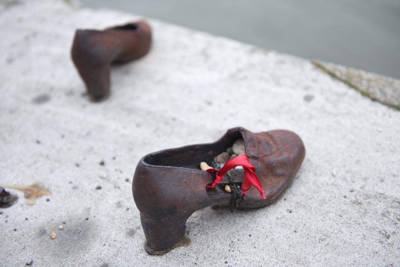 buty budapeszt pomnik