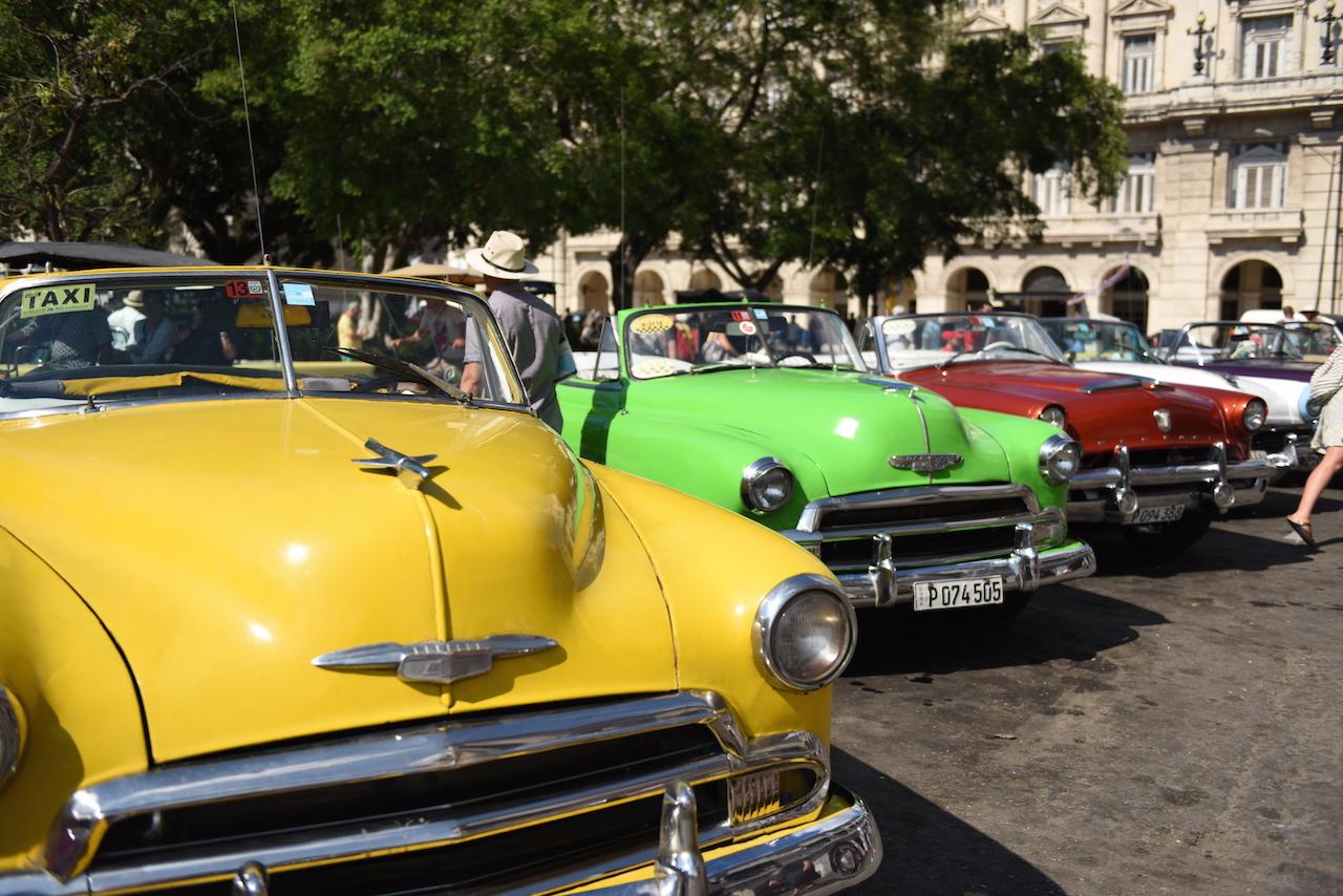 Przepiękne samochody sfotografowane w Hawanie <3