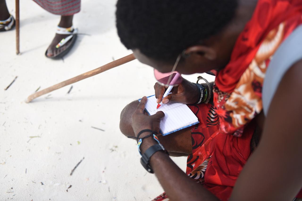 Masajowie poprosili bysmy wysłali im słownik angielko-polski, tak silna jest u nich potrzeba nauki naszego języka